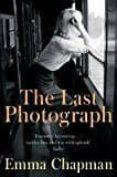 THE LAST PHOTOGRAPH - 9781509816569 - EMMA CHAPMAN